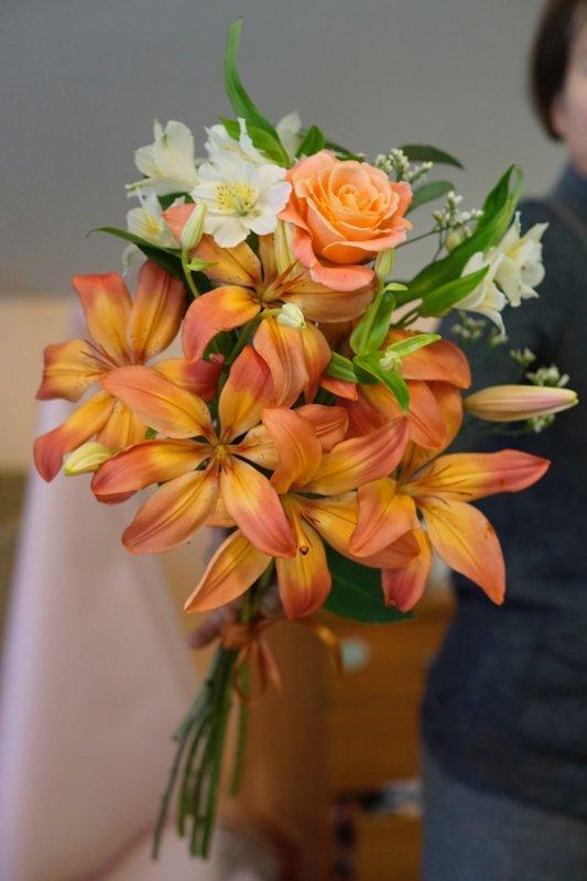 Įvairių gėlių ryšulys